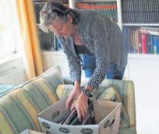 Ingeborg Slikker doneert golfboeken aan museum